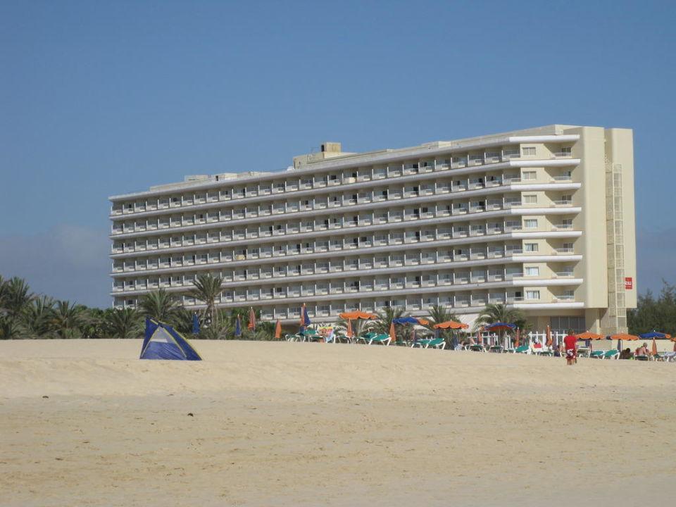 Das Hotel vom Strand aus Hotel Riu Oliva Beach Resort