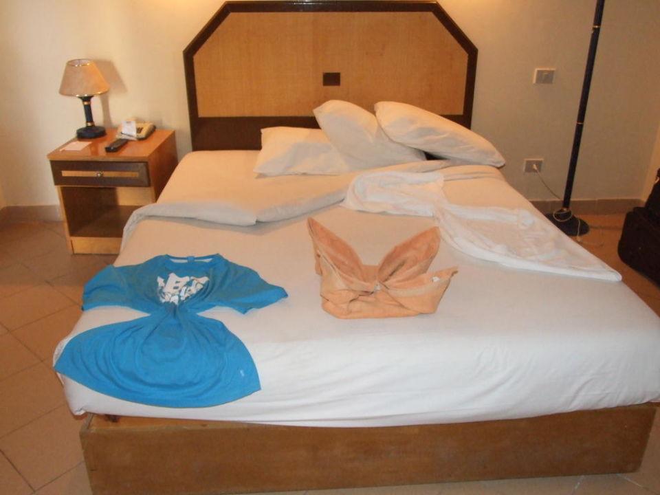 Tak było zostawiane łóżko po sprzątaniu Hotel Sultan Beach Resort