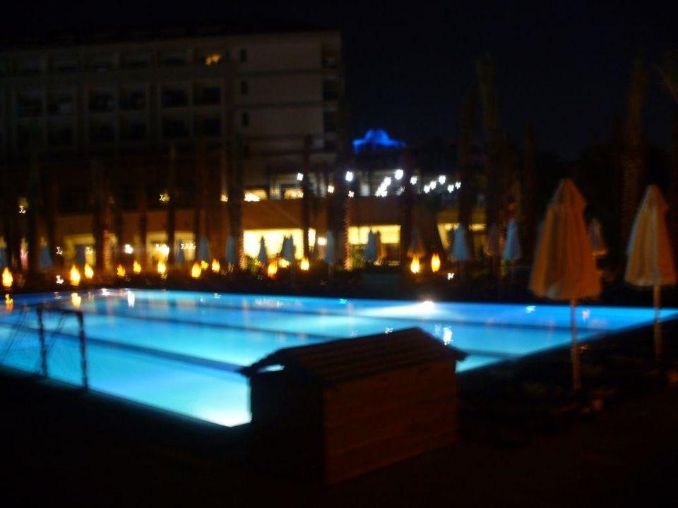 Pool abends Sunis Kumköy Resort Hotel & Spa