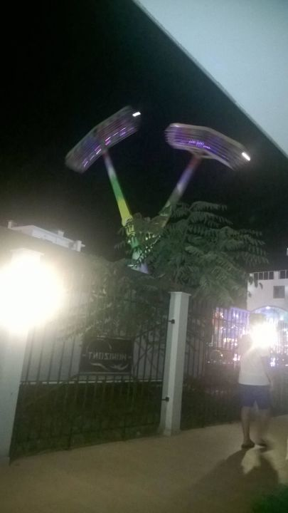 Obok karuzela Menada Horyzont Apartments