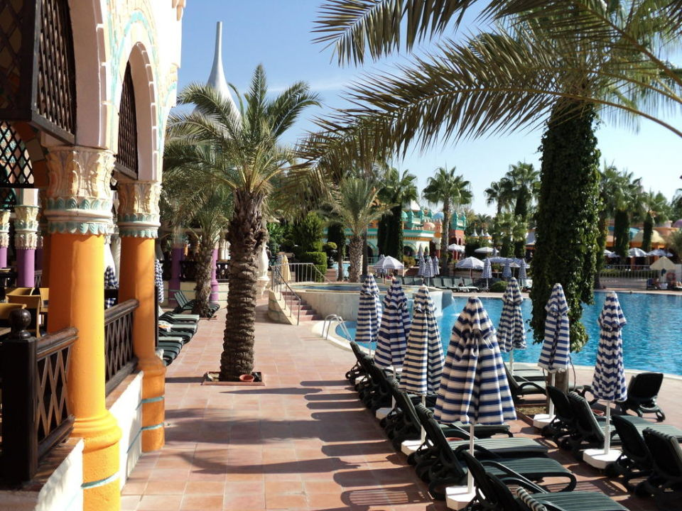 Pool am Hauptrestaurant Kamelya Collection K Club