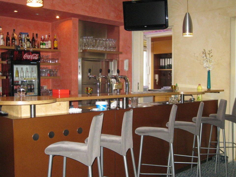 Bar Check Inn Hotel