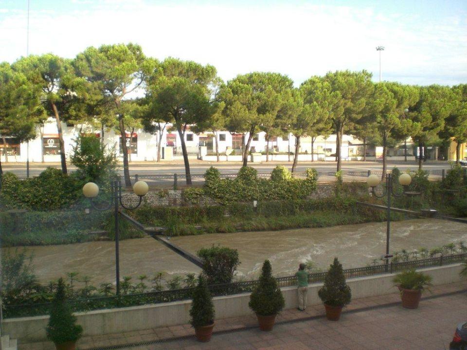 Blick aus dem Zimmer zur Straße Roseo Hotel Leon d'Oro