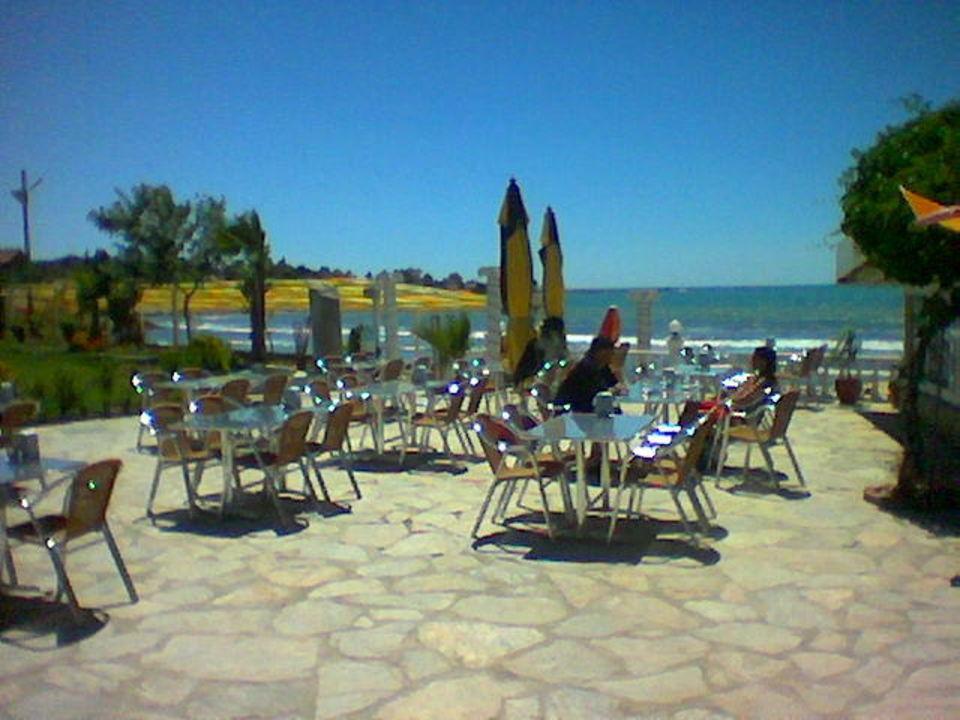 Terrasse wo man auch das Frühstück zu sich nehmen kann Hotel Altinkum Bungalows