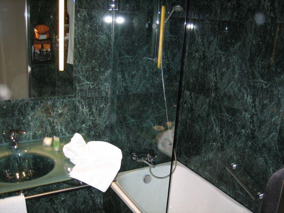 Bad im AC Vilamarí Hotel Vilamari