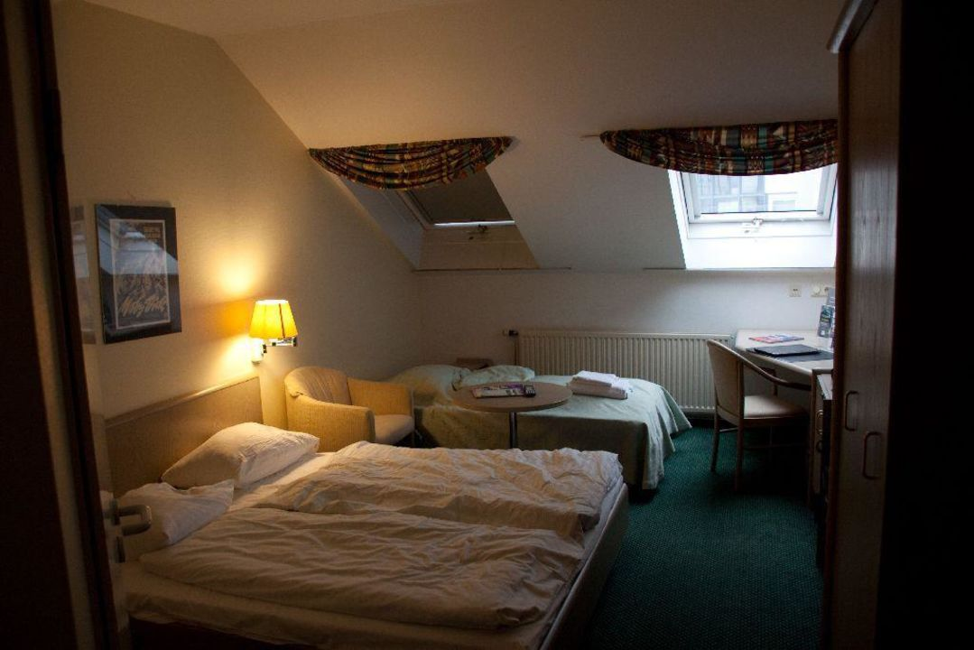 Zimmer Unter Dem Dach Mercure Hotel Frankfurt Airport Langen