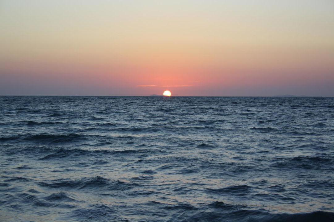 Sonnenuntergang Hotel Sandy Beach