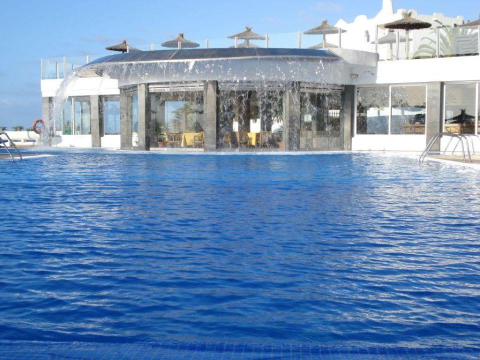 pool mit wasserfall allsun hotel barlovento in costa calma holidaycheck fuerteventura spanien. Black Bedroom Furniture Sets. Home Design Ideas