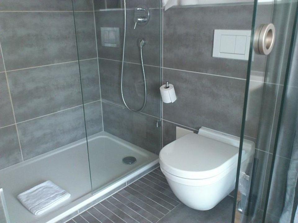 Badausstattung  Hochwertige Badausstattung