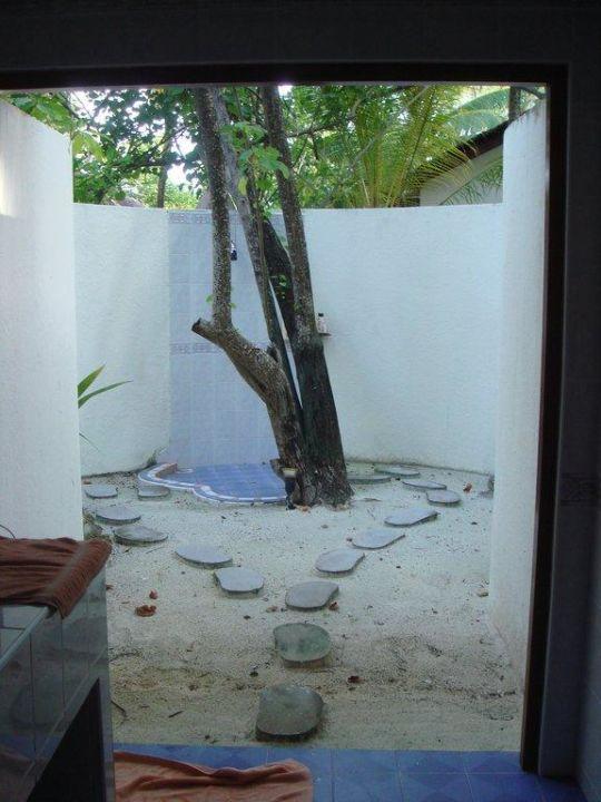 Außendusche des Vip Bungi VOI Maayafushi Resort