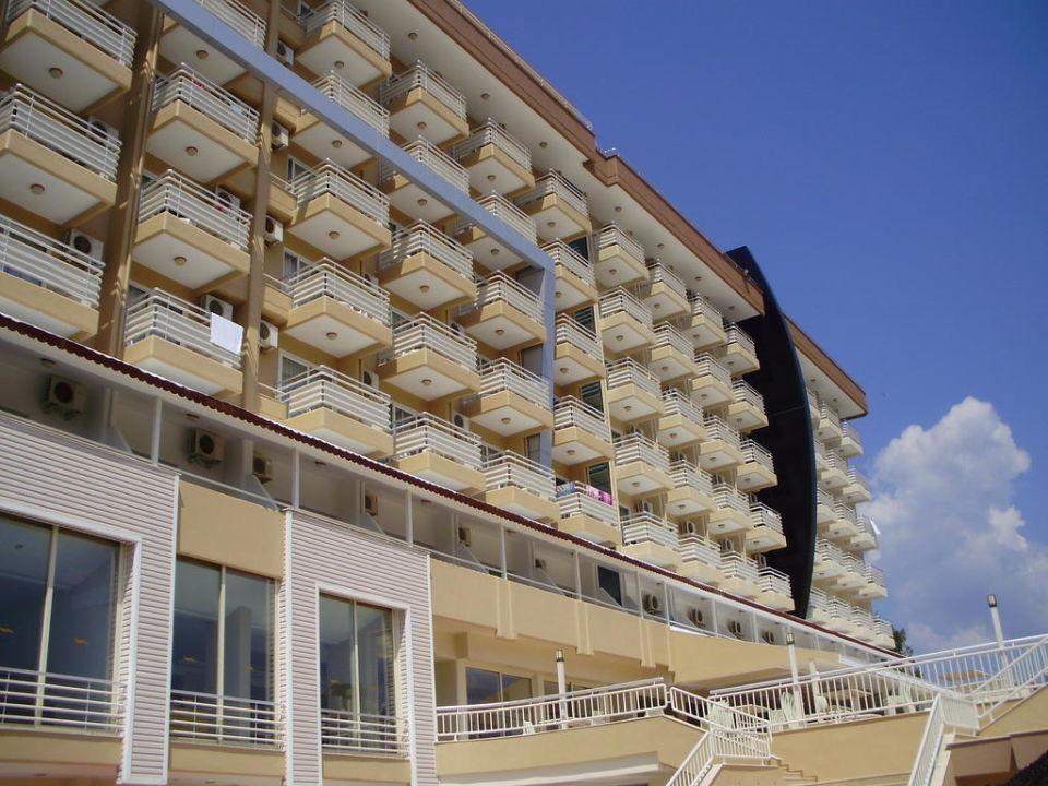 Het hotel vanaf het zwembad gezien Hotel Ephesia