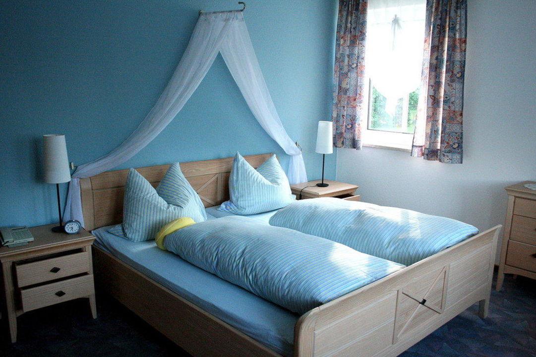 Schlafzimmer, Himmelbett\