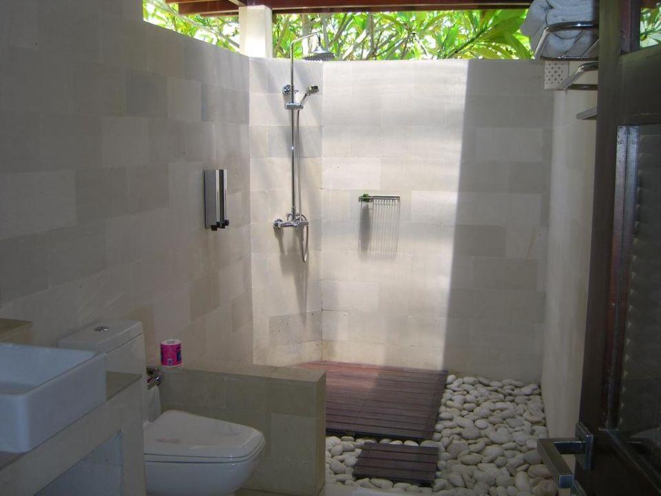 "Bild ""außendusche"" zu hotel frangipani beach villas in lovina"