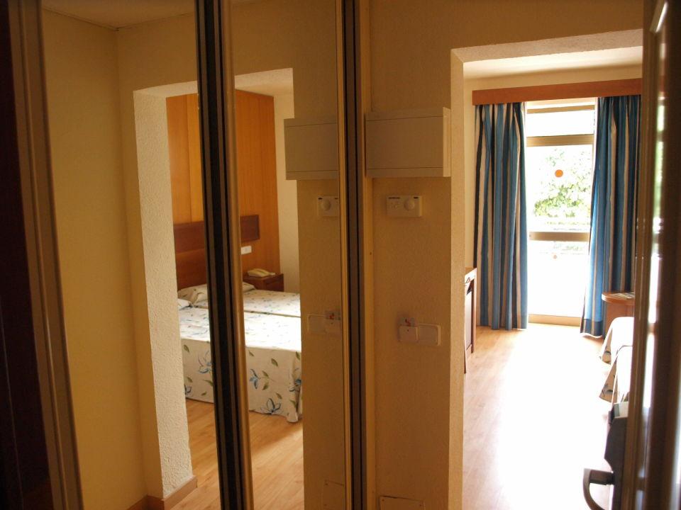 Flur mit spiegelschrank hotel hsm president alcudia holidaycheck mallorca spanien - Spiegelschrank flur ...