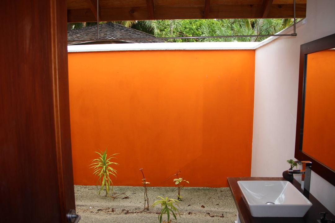 ffnen der badezimmert r vilamendhoo island resort spa. Black Bedroom Furniture Sets. Home Design Ideas