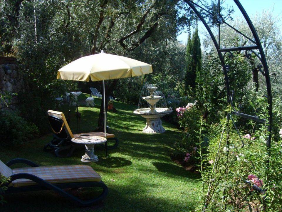 Garten mit Springbrunnen Hotel Giada