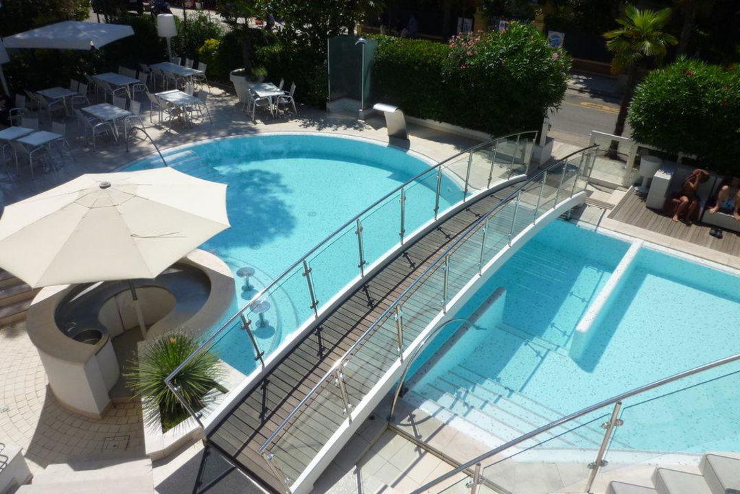 Pool mit Brücke Hotel Belvedere