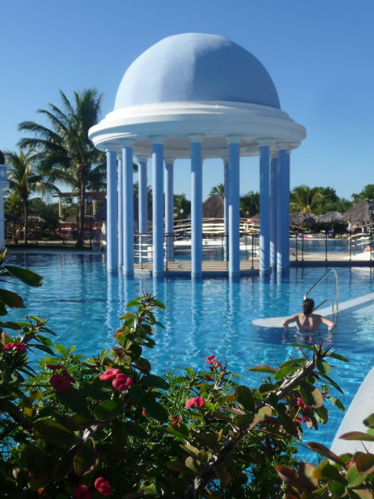 Bild garten zu iberostar hotel varadero in varadero for Garten pool 2m
