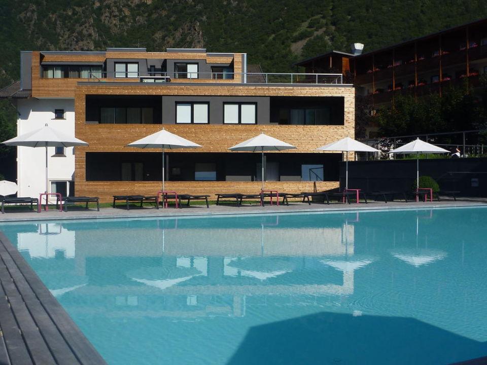 Blick auf das hotel und umgebung design hotel tyrol for Design hotel tyrol