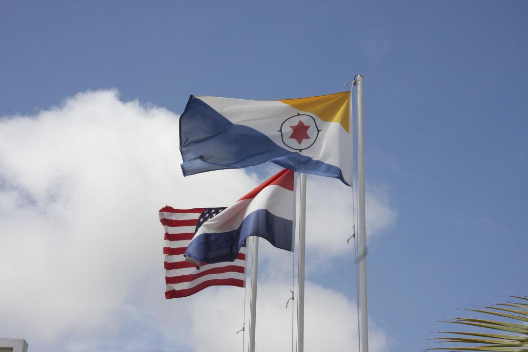 Flagge von Bonaire Hotel Captain Don's Habitat