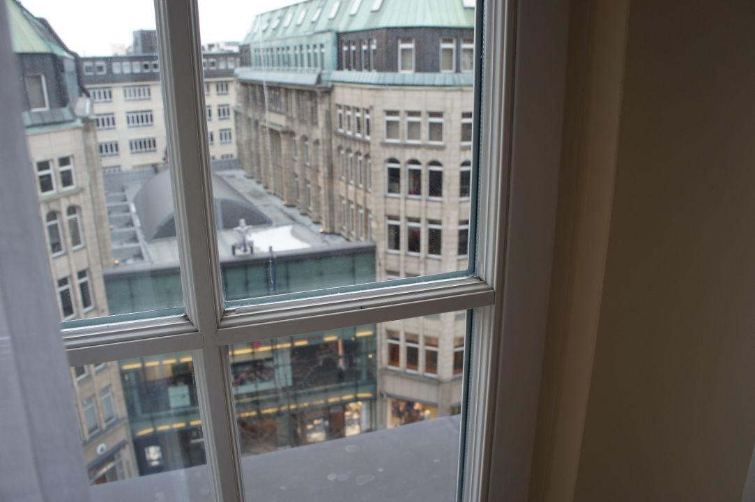 Aussicht auf die Mönckebergstrasse Park Hyatt Hamburg