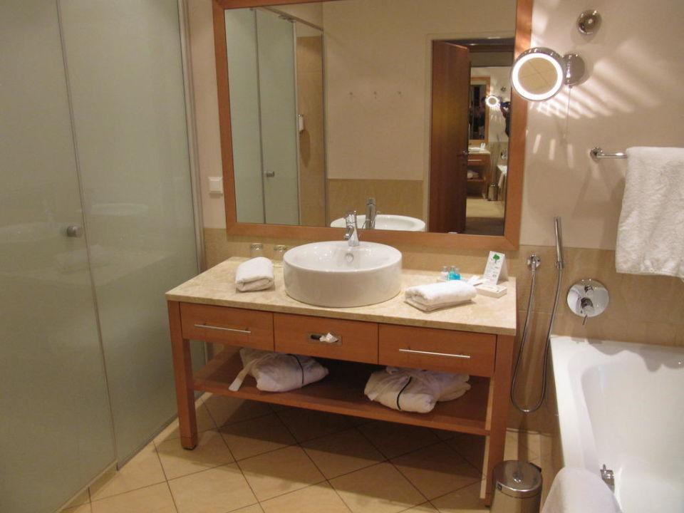 """badezimmer von nr.207"""" g'sund & natur hotel die wasnerin in bad, Badezimmer"""