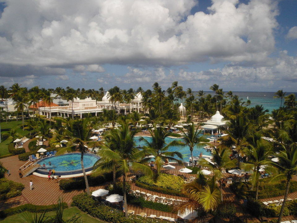 Poollandschaft von oben Hotel Riu Palace Punta Cana