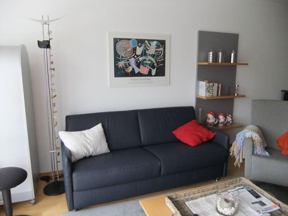 bild schlafcouch ausgeklappt bequem schlafen zu ferienwohnung kleine m we in norderney. Black Bedroom Furniture Sets. Home Design Ideas
