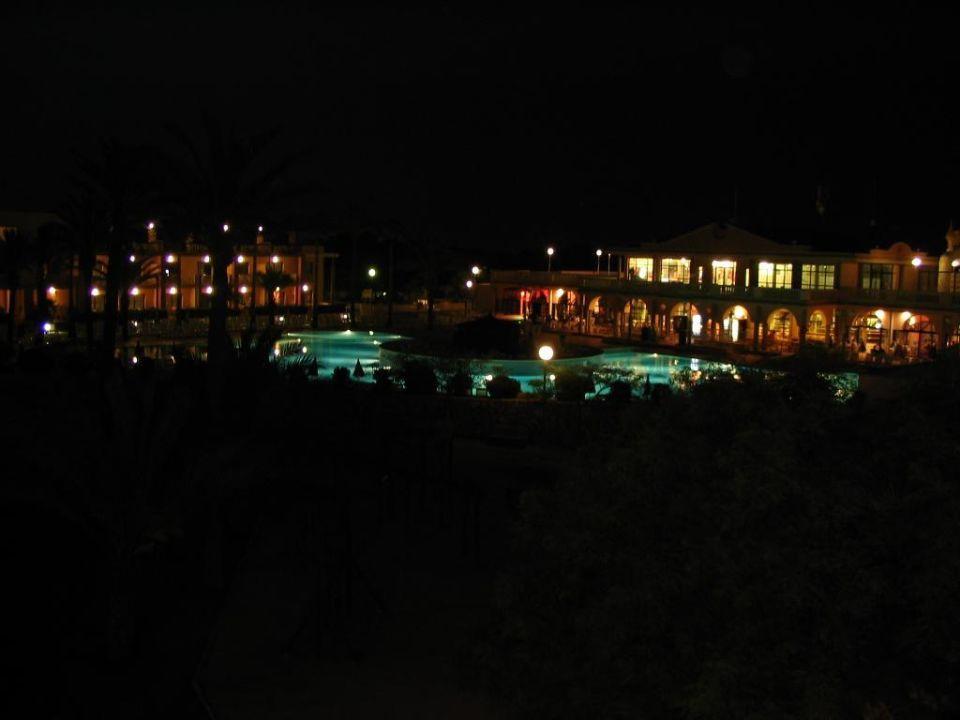 Anlage bei Nacht Hotel Grupotel Mar de Menorca