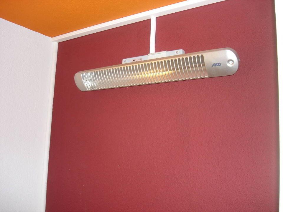 Heizstrahler im Badezimmer\