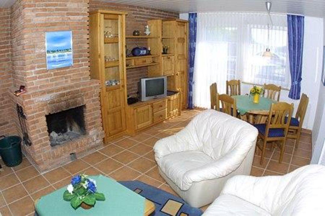 wohnzimmer mit kamin landhaus spittdiek neuharlingersiel holidaycheck niedersachsen. Black Bedroom Furniture Sets. Home Design Ideas