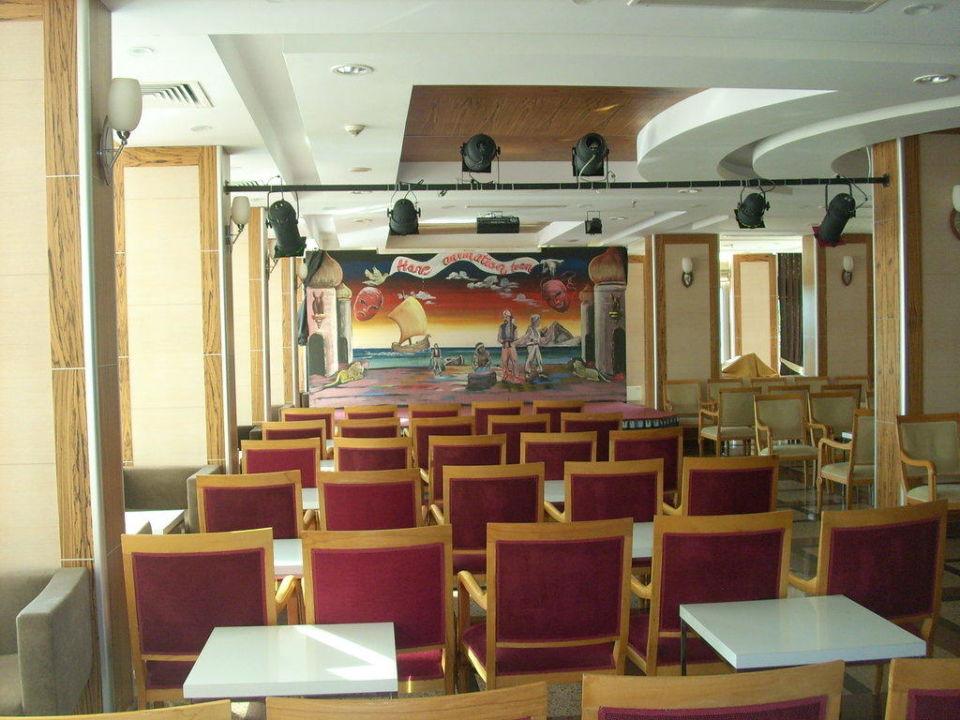 Lobby, im Winter ist dort Animation Hane Hotel