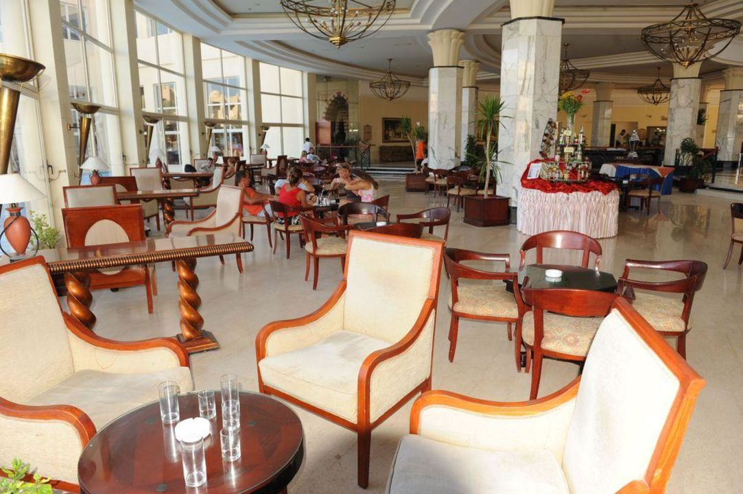 Sitzgruppen in der Lobby Tia Heights Makadi Bay