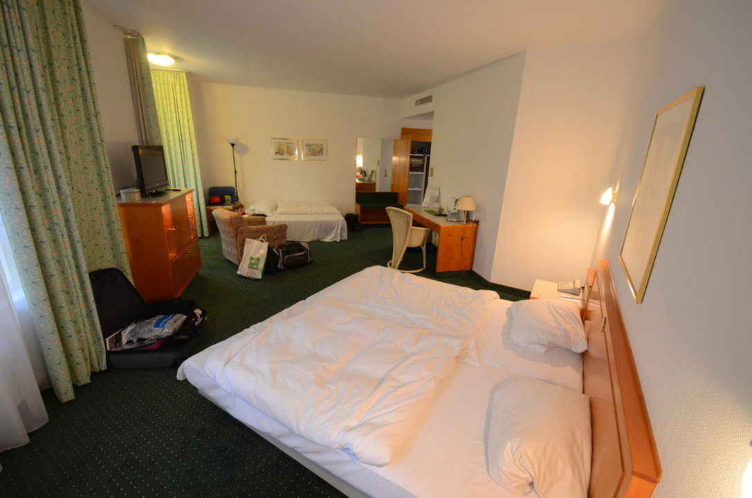 Das sehr geräumige Zimmer ACHAT Plaza Kulmbach Hotel