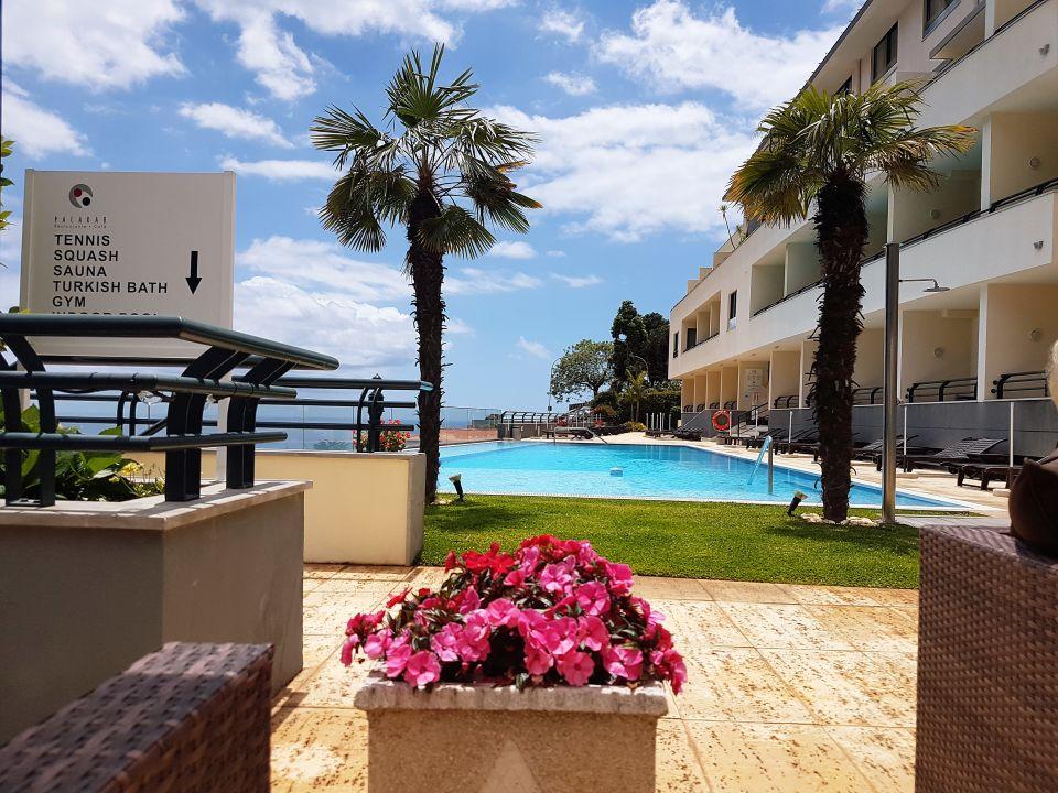 Blick von der terrassen lounge auf den pool hotel for Terrassen lounge