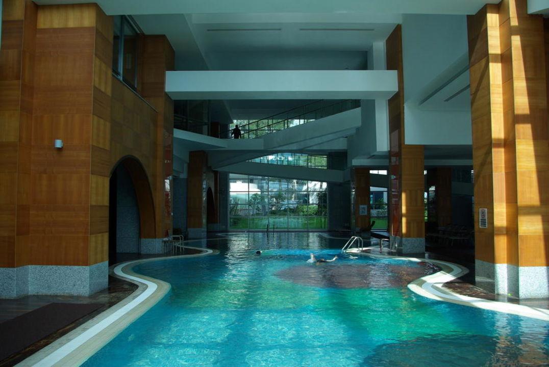 Très belle piscine intérieure chauffée! Rixos Sungate