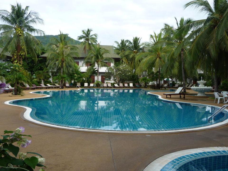 Der schöne, große Pool Hotel First Bungalow Beach Resort