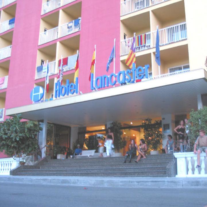 Lancaster Hoteleingang smartline Lancaster - Adults only