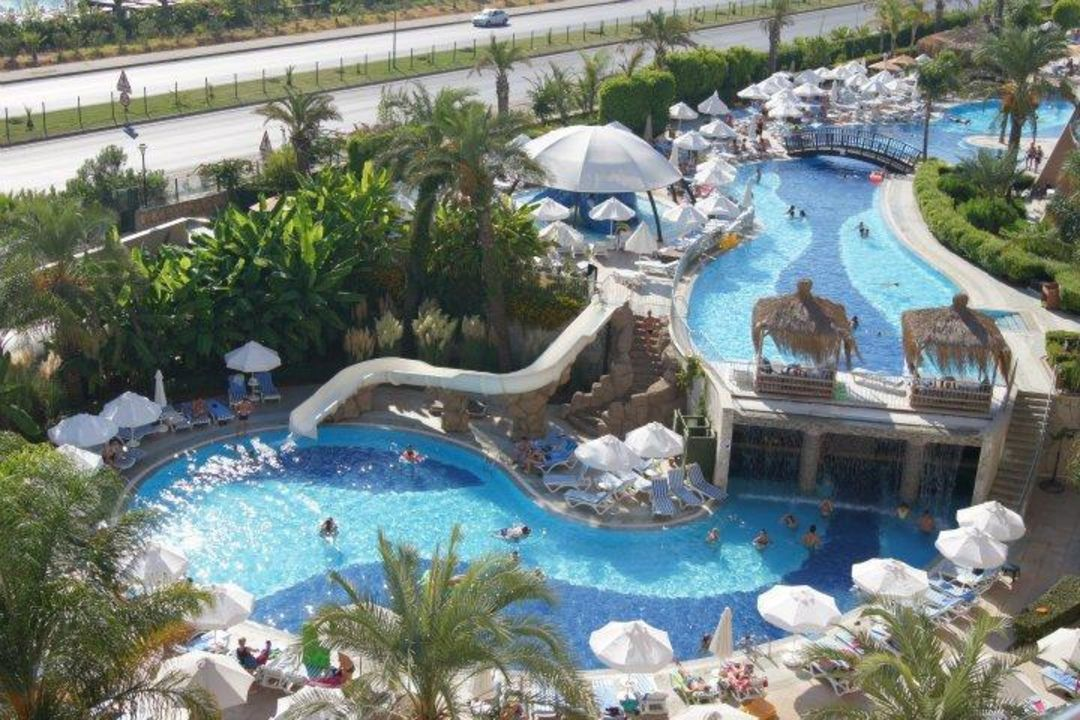 Pool mit rutsche und poolbar hinterm wasserfall hotel long beach resort avsallar - Rutsche pool ...