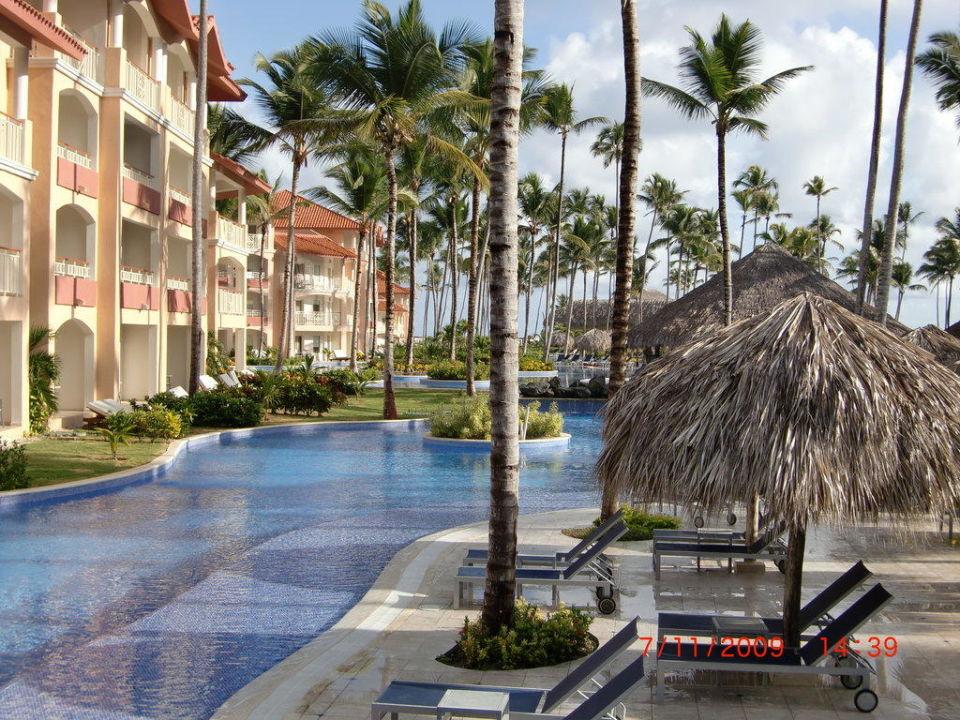 Pool in Richtung Meer Majestic Elegance Punta Cana Resort