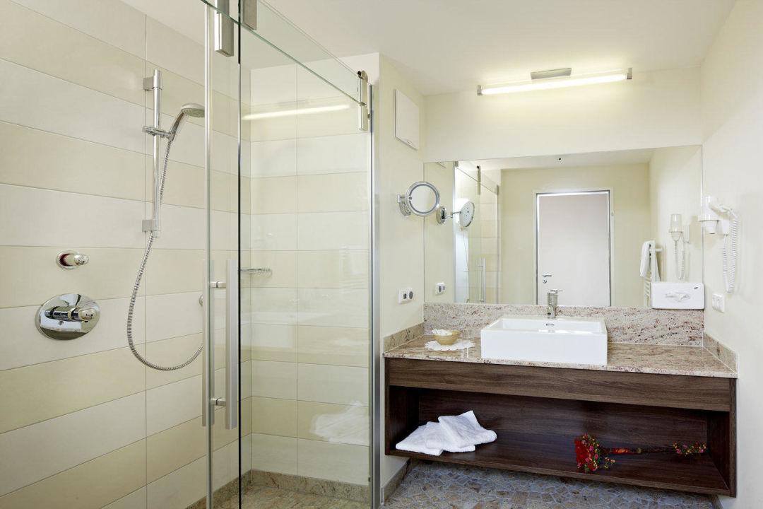 """Bild """"Behindertengerechtes Badezimmer"""" zu Hotel Steiger in"""