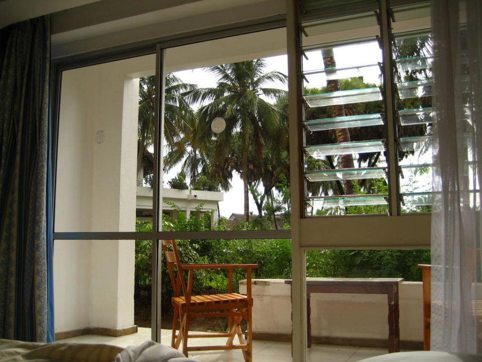 Blick aus dem Bett nach draußen Reef Hotel Mombasa