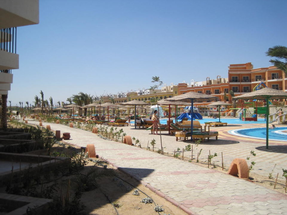 Außenbereich & Kinderpool Hotel The Three Corners Sunny Beach Resort