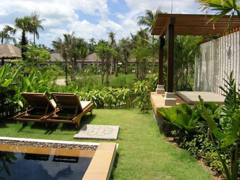 Garten der Villenzimmer mit Privatpool und Cabana Bandara Resort & Spa Samui