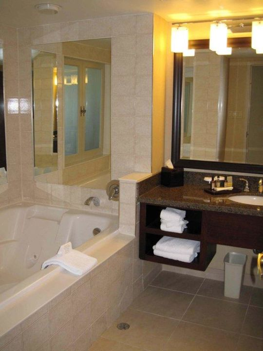 Bad mit Whirlpool Marriott Niagara Falls Fallsview Hotel & Spa