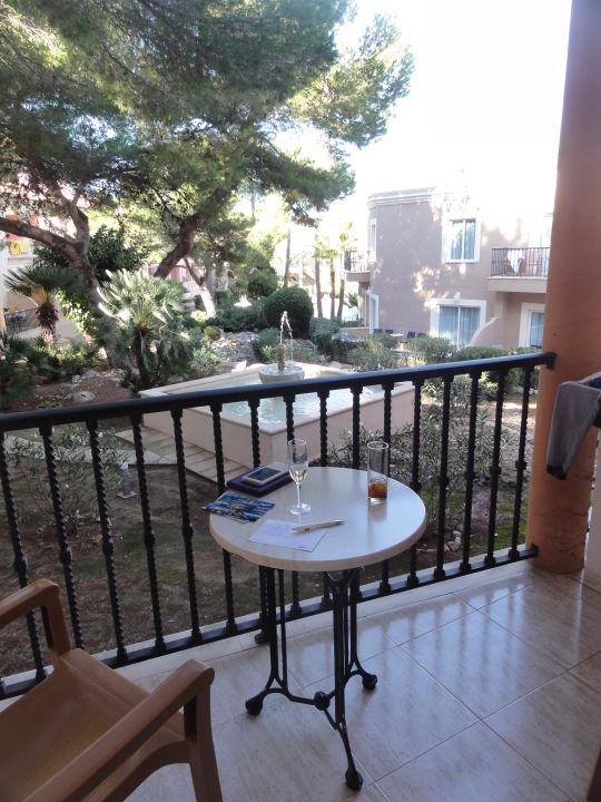 Blick vom balkon mit springbrunnen allsun hotel lago playa park cala ratjada holidaycheck - Springbrunnen balkon ...