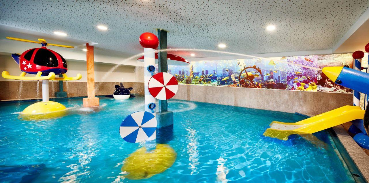 Bild wasserspiele im kinderhallenbad zu hotel feldhof in naturno naturns - Hotel maranza con piscina coperta ...