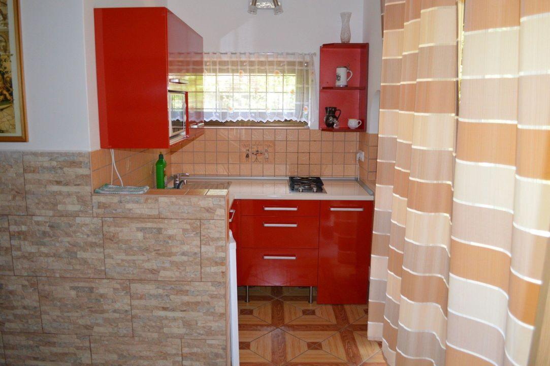Küche Lajos Fedett Medencés Apartmanház