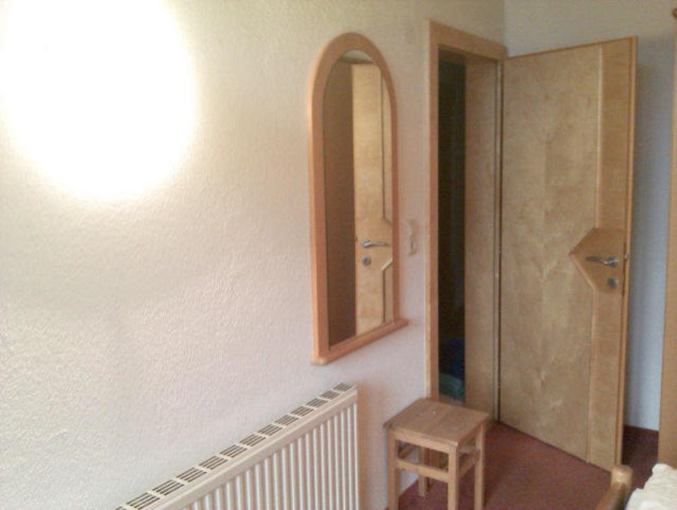 Spiegel im Schlafzimmer\