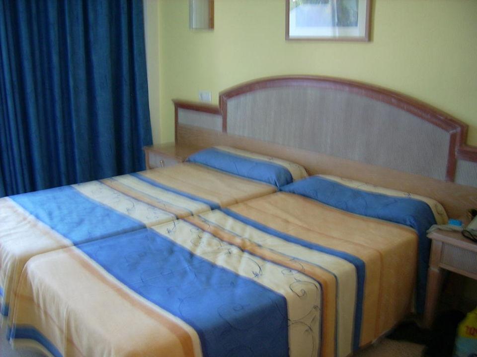 Zimmerausstattung universal hotel castell royal for Zimmerausstattung hotel